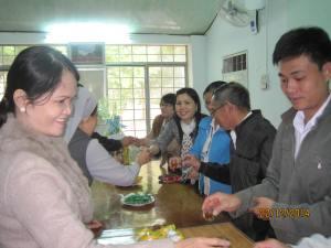 UBND P Quang Trung thăm chúc mừng Giáng Sinh